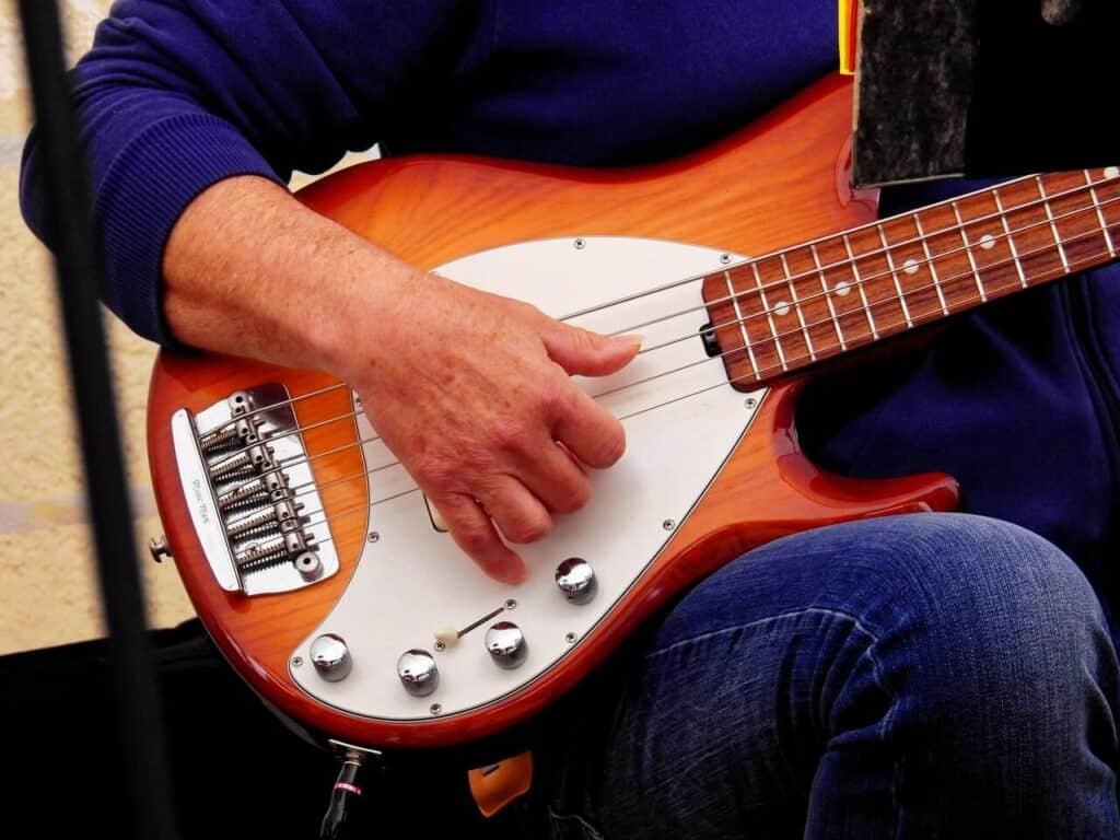 best-bass-guitars-for-small-hands